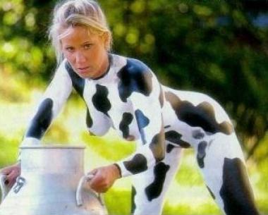 Un peu de lait ? ... 1345-cow-girl
