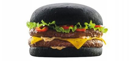 Nous avons testé le Dark Vador Burger Noir de chez Quick