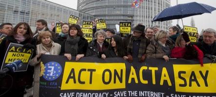 Le Parlement européen rejette ACTA