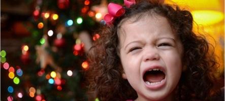 Ils font croire à leur enfant qu'ils lui offrent une PS4 pour Noël
