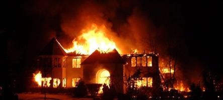 Il plonge dans sa maison en flammes pour sauver... sa Xbox One