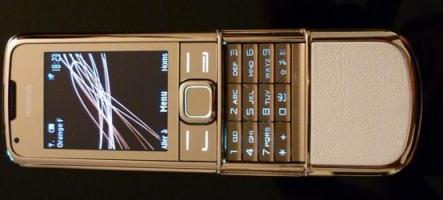 Nokia 8800 Gold Arte : L'homme au téléphone d'or